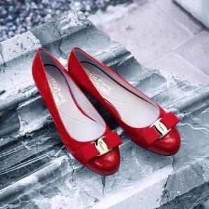低至5折+额外7折 Varina 经典芭蕾鞋$290Salvatore Ferragamo 新款好价热卖,蝴蝶结钱包$159