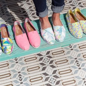 Up to 50% OffToms