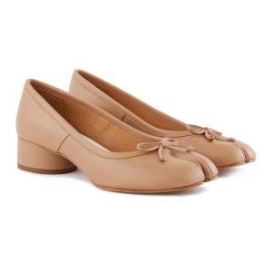 Maison Margiela最高满减$436奶茶色 Tabi芭蕾鞋