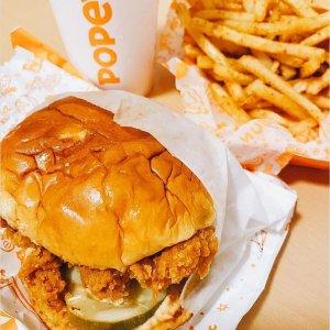 原味辣味可选 含小食和饮料Popeyes 配送订单限时优惠 满$20就送炸鸡汉堡套餐