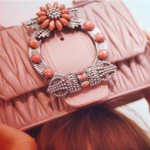 低至5折 击中少女心Miu Miu 粉色系包包、鞋子等促销