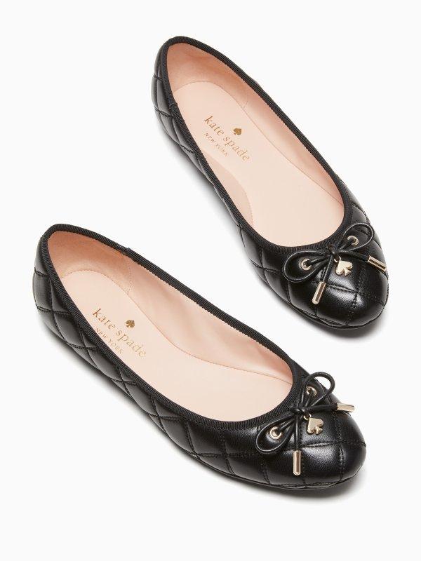 菱格纹平底鞋