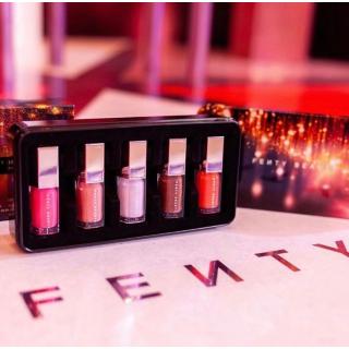 £19收限量高光唇釉套装上新:Fenty Beauty 圣诞烟花系列发售 复古铁盒梦幻来袭