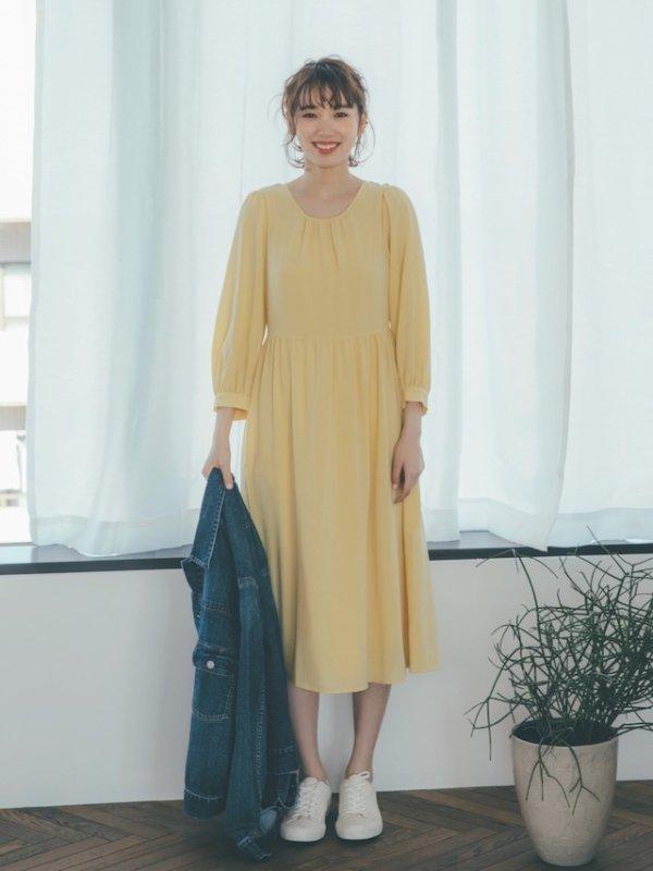 鹅黄色连衣裙