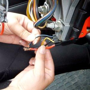 低成本享受无钥匙启动《汽车频道汽修部》盗圣教你搭线启动车