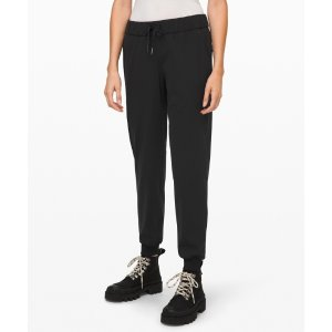 Lululemon黑色慢跑裤
