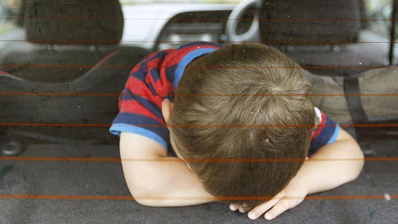 美国20年来近900儿童车内热死!高温热浪来袭如何预防悲剧重演