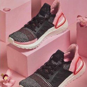 $126(原价$180)+包邮adidas UltraBoost 19 超强功能跑鞋