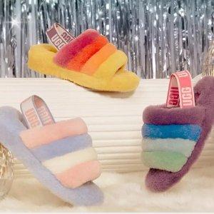 鹅黄色、香芋紫还有天蓝色UGG Pride Month 彩色拖鞋系列 毛绒绒五彩缤纷超酷