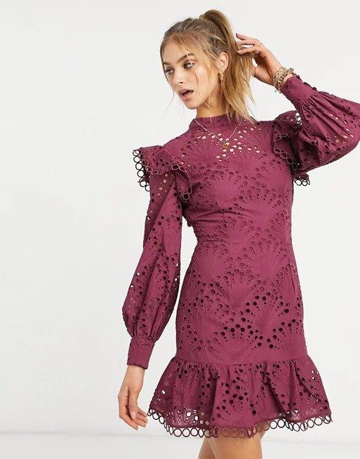 高领蕾丝裙