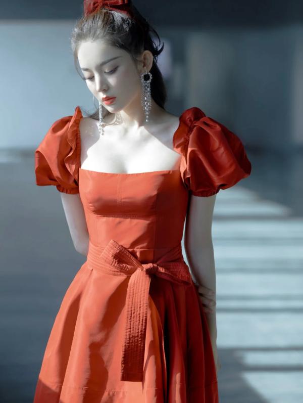 红色公主裙