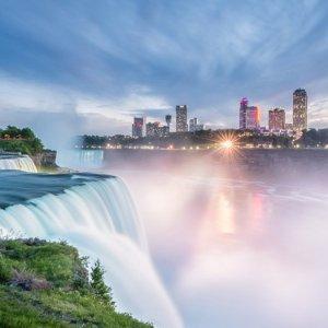 2名17岁以下儿童入住免费尼亚加拉加拿大侧 希尔顿大使瀑布景观套房酒店 赠家庭游览套餐