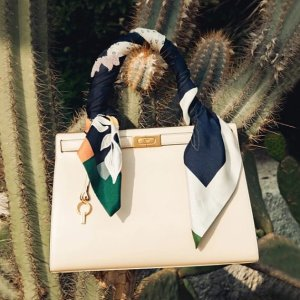 Up to 70% OffExtended: Tory Burch Lee Radziwill Handbags