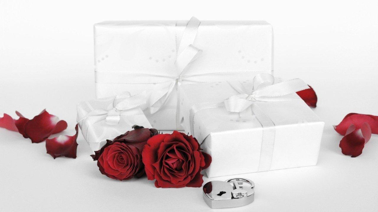 英国情人节礼物 | 适合送男生送女生的情人节礼物推荐!创意礼物让爱更有仪式感~