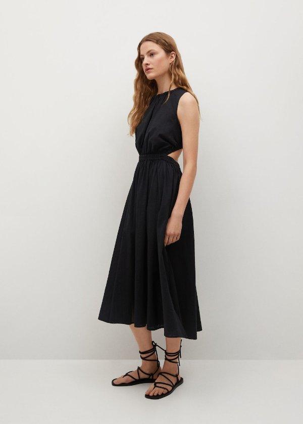 露腰小黑裙