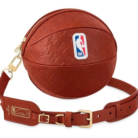 """售价€2900 极具收藏价值Louis Vuitton x NBA """"Ball in Basket"""" 包袋正式登场"""