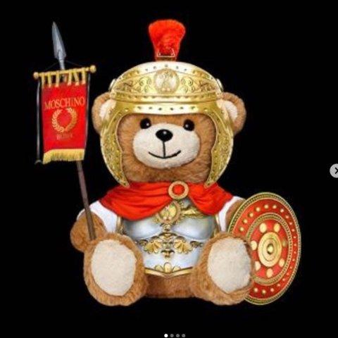 低至4。2折 最新款、经典款居然都好折合集:Moschino 史上最全折扣大汇总 你想要的最潮最酷最可爱小熊看这一篇就够