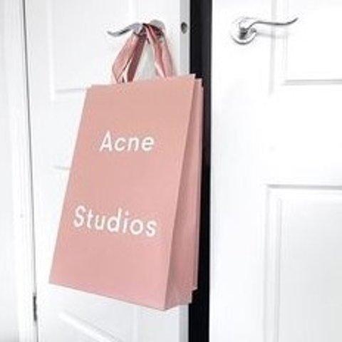 低至5折 小西服£255 笑脸鞋£198上新:Acne Studios 折扣接力 收开衫、T恤、暖春大衣等好物