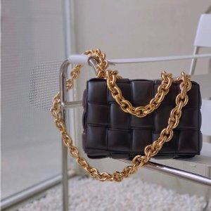 Bottega Veneta热卖爆款!Casette 经典枕头包
