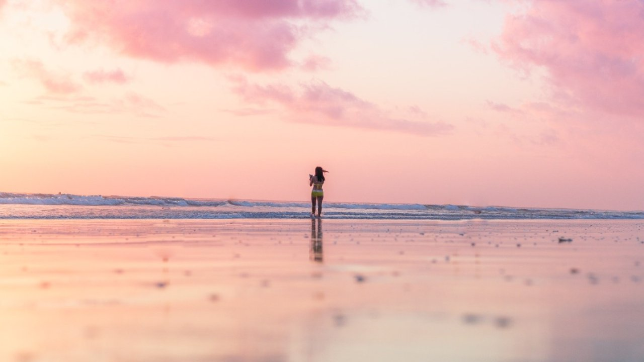 世界上最美的粉色沙滩,超浪漫!夏天到了,一起去海边玩吧!