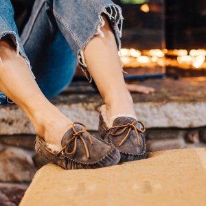 $64.99(原价$100)UGG Dakota 毛绒豆豆鞋热卖 2色选
