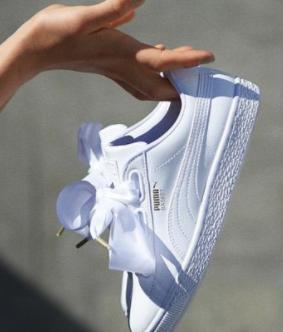 丝绸蝴蝶结小白鞋