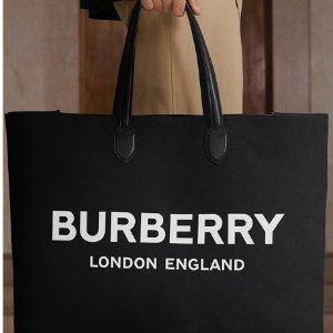 全场5折! £425格纹邮差包 tote£395Burberry 精选美包美鞋配饰夏日大促 经典格纹系列必入