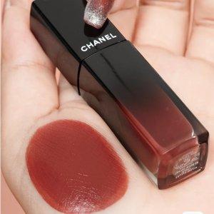 Chanel玫瑰茶棕炫光唇釉 #84