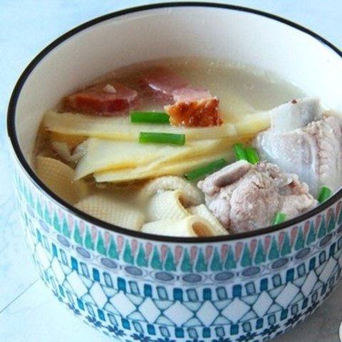Meet DeliciousFamous Shanghai Cuisin fresh Pork & salted Pork with Bamboo Shoot Soup
