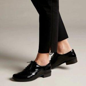 Clarks牛津皮鞋