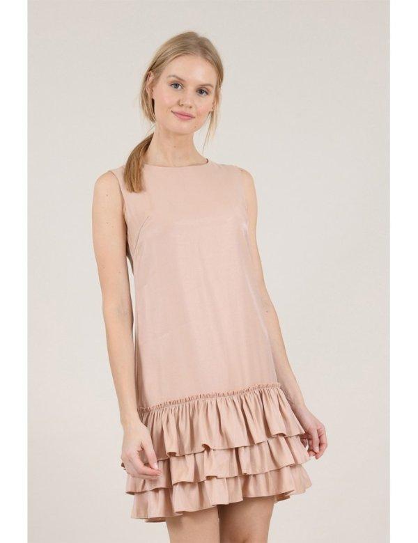 粉色无袖连衣裙