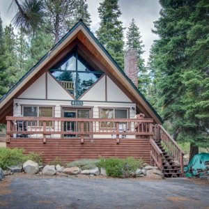 Homey and inviting dog-friendly cabin in convenient location - Carnelian Bay