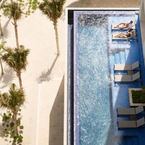 Ending Soon: Los Angeles - Cancun 6 Day Air + Hotel Package