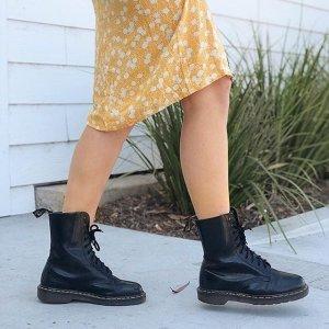 部分商品额外8折Shoes.com 折扣区大促 低至3折 收马丁靴