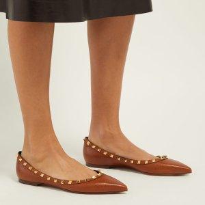 售价$589 首单可享9折Valentino 铆钉平底鞋 焦糖色上新