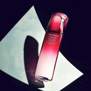 Free 4-pc Gift ($40 value)With your $100 purchase @ Shiseido