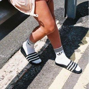低至5折+额外7折 多色可选最后一天:Adidas 拖鞋、凉鞋专场 $21收经典条纹拖