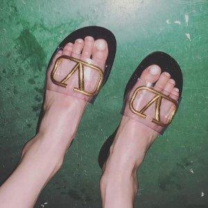 泫雅的时髦一般人跟不上 但她的凉鞋可以追 全球直邮