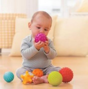 史低价$7.42(原价$14.99)Infantino多功能婴儿玩具球套装