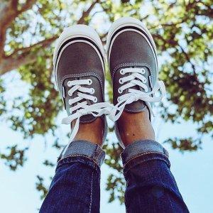 $50封顶 部分款式额外8折Shoes.com 精选运动休闲鞋热卖 多款Vans、Converse