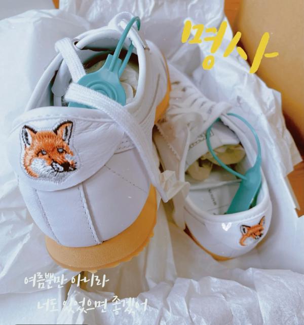 小狐狸联名小白鞋