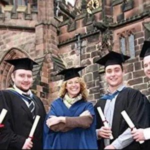 学士服套装€28 披肩€8.99毕业季、毕业照必入道具 学士帽、学士服、毕业派对精选