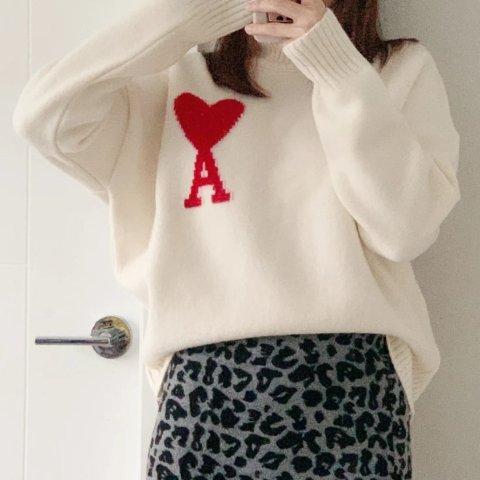 白色爱心毛衣