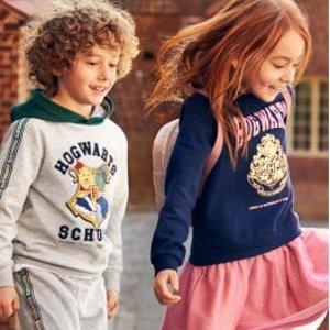 $7.99起收印花卫衣H&M x Harry Potter 合作款儿童服饰 穿上说不定会魔法