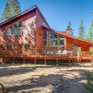 Mountain home w/ access to shared pool, hot tub, sauna, tennis, & more! - Truckee