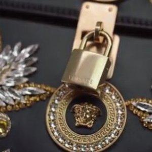 3折起+额外85折 男友+老爸好礼物Versace 范思哲热卖 全场LOGO腰带$109收 男士正装皮鞋码数齐