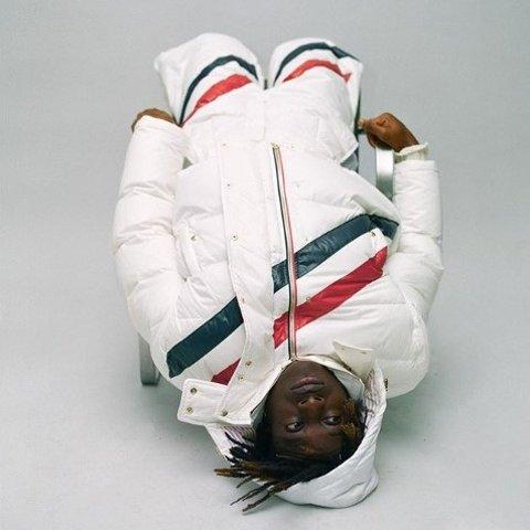 新用户9折 小白鞋£325 羽绒服有货Thom Browne 热促 收开衫、衬衣、小裙子等