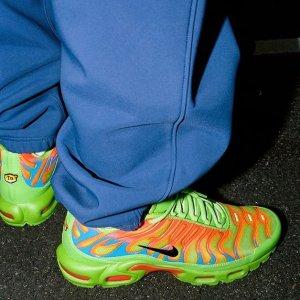 10月22日发售 定价£159.95预告:Supreme x Nike Air Max Plus联名鞋Fire Pink&Mean Green双色同步上线