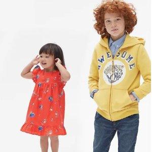 上衣$10起 裙装$15起 裤子$20起最后一天:Gap 官网儿童服饰、鞋子等低至5折+额外7折