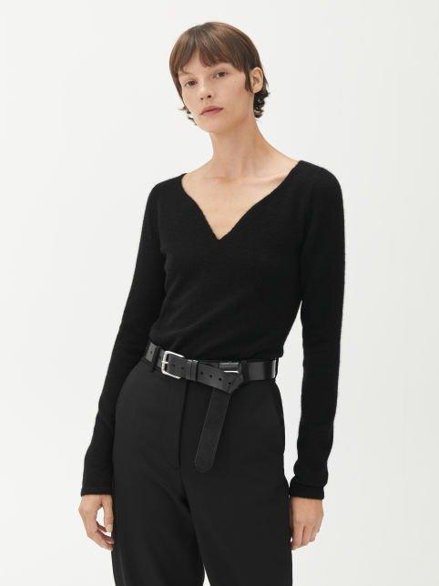 黑色V领针织衫